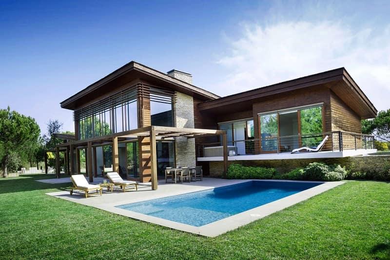 preciosa vivienda con piscina comprada con los ingresos logrados en internet
