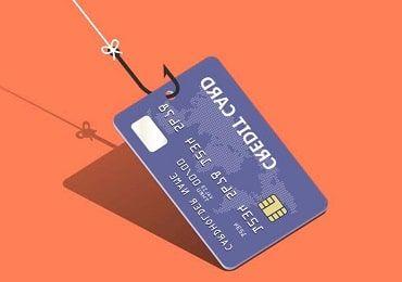 caña de pescar cogiendo una tarjeta de crédito